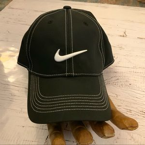 Nike golf black hat W/white stitching
